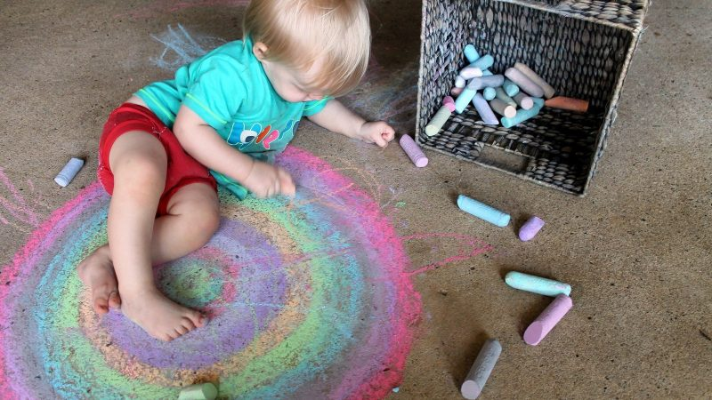 12 Tips on How to Clean Your House with a Toddler Without Going Insane